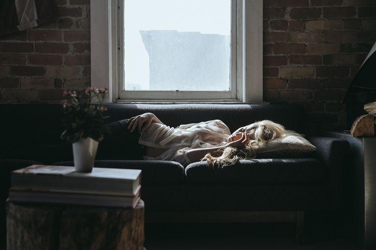 I primi mesi di gravidanza si è colte da incredibili attacchi di sonno. Dormirai tantissimo, sarai stanchissima. Ma chi fa tutto quel che c'è da fare?