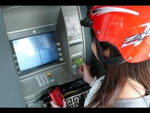 ► VÔ ATM RÚT TIỀN Nữ công nhân bị Trộm Xe Máy