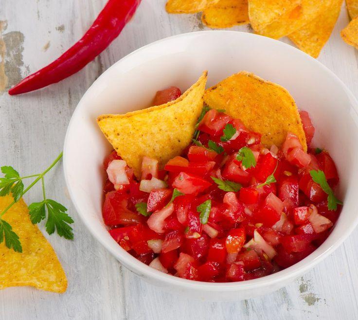 Je vous propose une délicieuse recette de salsa maison parce que la vie est trop courte pour tremper ses chips dans de la salsa cheap!