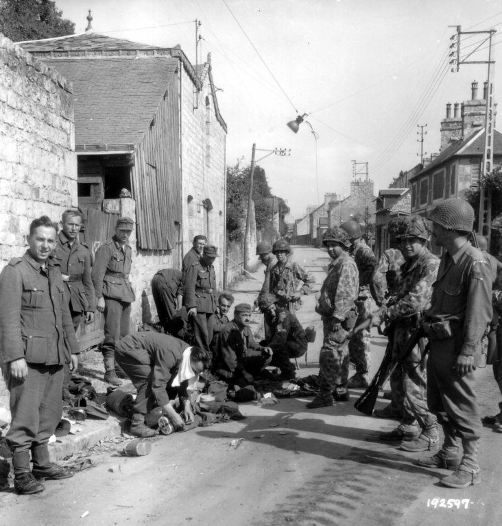 NAZI JERMAN: Album Foto Pakaian Kamuflase Wehrmacht dan Waffen-SS