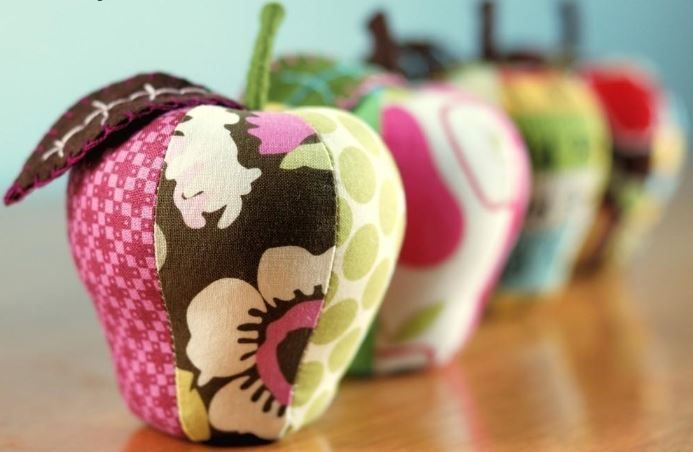6 Apple Quilt Projects for National Apple Month would be cute as pincushion or decoration..