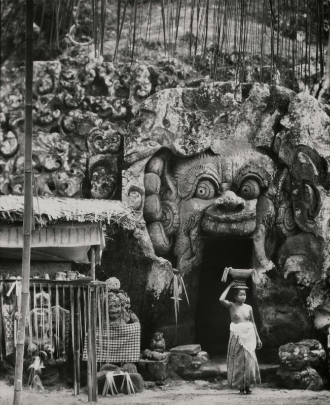 Cremation Scenes, Indonesia, Bali, 1930 by E.O.Hoppé