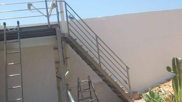 M s de 1000 ideas sobre rejas metalicas en pinterest for Construccion de escaleras de hierro