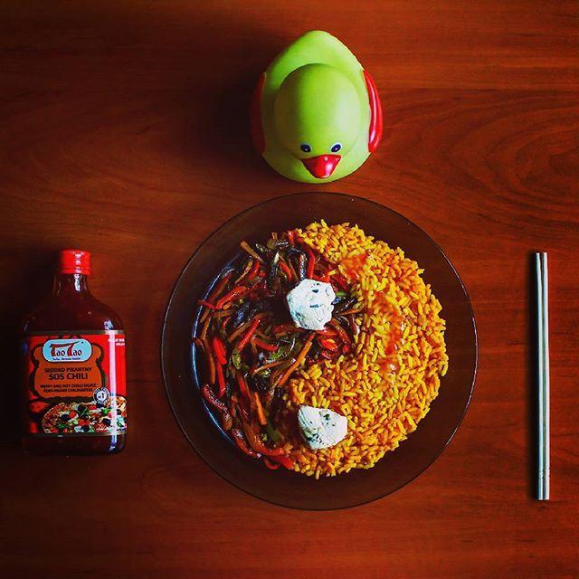 Kurczak z ryżem i warzywami  #taotao #zawszesmacznie #chińszczyzna #papryka #kaczka #kurczak #kurkuma #grzyby #cebula #pałeczki #chińskie #rubbieduckie #rubberducky #psychomat5 #kwakwa #instaducks #ducksoninstagram #duck #foodporn #jaworzno #kitchen #yingyang #chicken #oliwa #rise #michelinstar