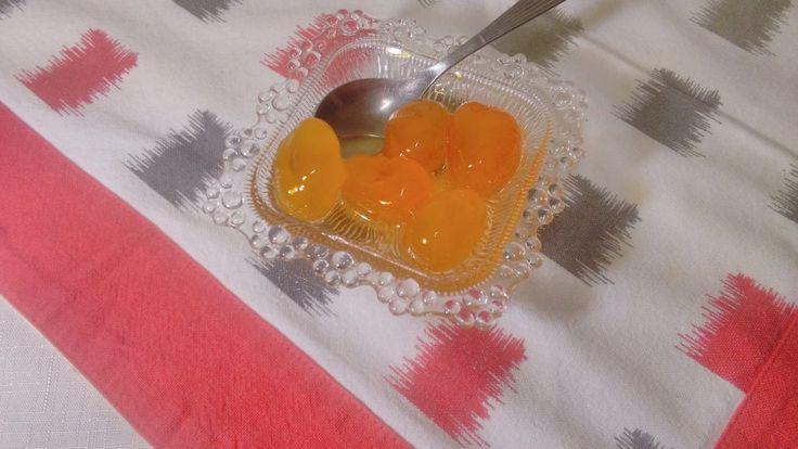 To Γλυκό του κουταλιού κουμ κουάτ είναι ένα παραδοσιακό γλυκό του κουταλιού που μπορεί να το δώσουμε στους καλεσμένους μας όλο το χρόνο.