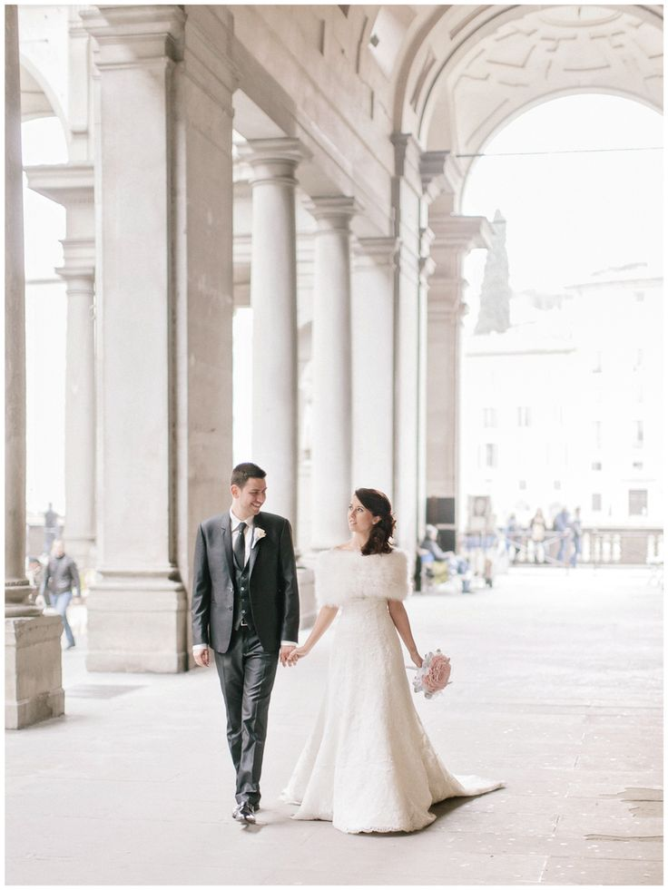 Amazing natural photographic session in Florence for a romantic wedding