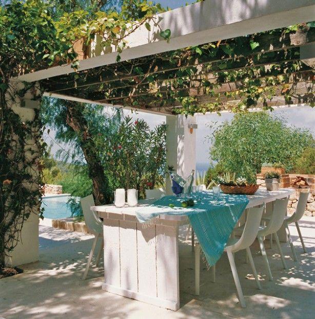 Ibiza style turqoise zithoek voor in de tuin.