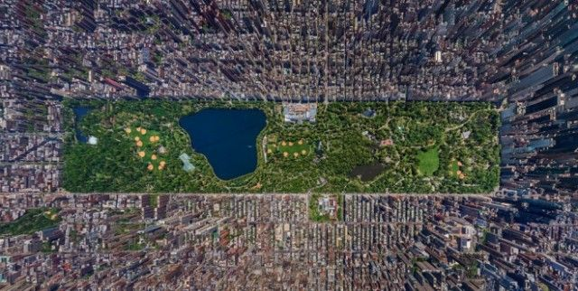 Beautiful Aerial Photography:  Central Park.  You can see the Metropolitan Museum at the center-top area of the park.