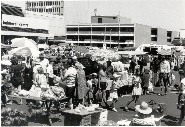 Sunday Market in Frankston, December 1984 [picture]