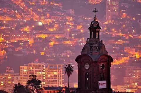 torre de la iglesia dd san francisco. valparaiso