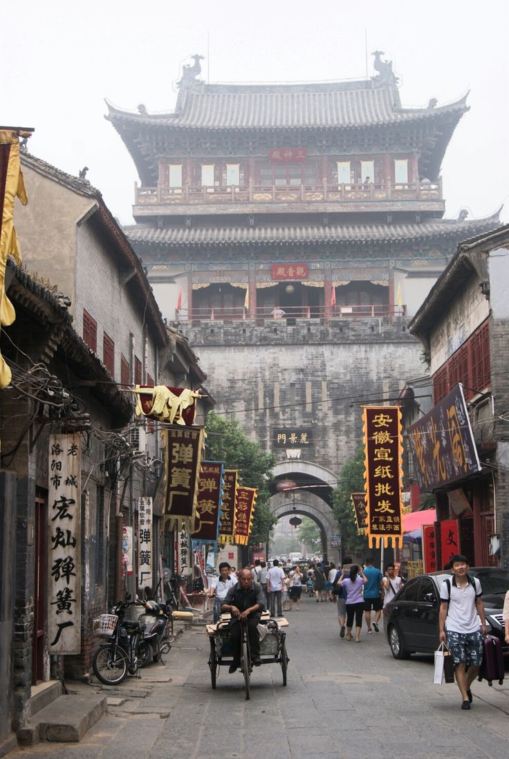 Walking in the streets of the old part of Luoyang is like travelling in the #China that I imagined when I was younger.