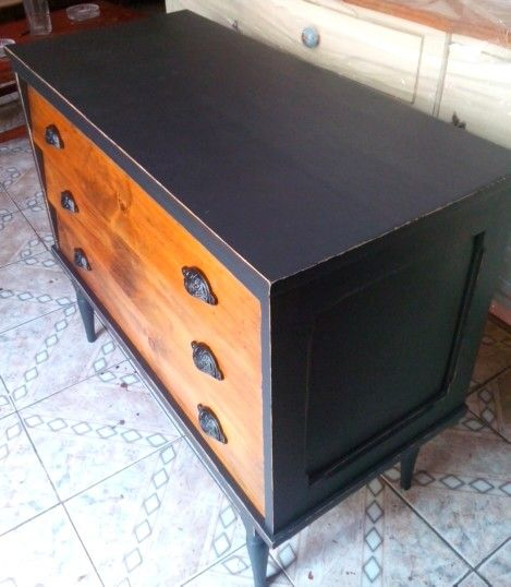 Chest of drawers (comoda)