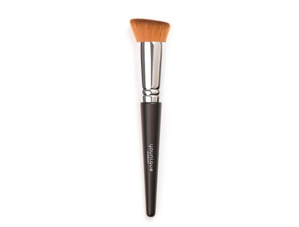 Liquid Foundation Brush Uniquely-designed brush with recessed area lets you adjust your liquid foundation coverage for a seamless application.