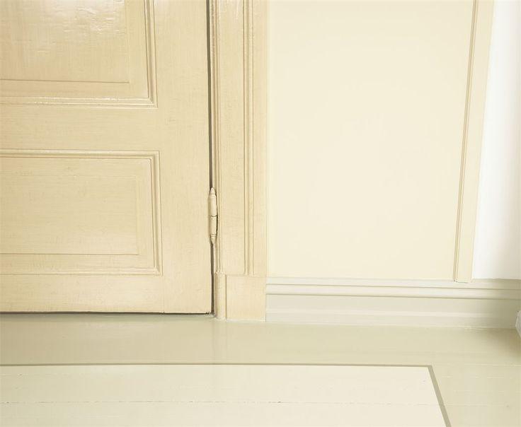 Stadig flere vil ha farge på tregulvet og malte gulv er populært igjen. Det finnes spesialmaling for gulv og i de fleste tilfeller brukes oljebaserte gulvmalinger i minimum tre strøk.