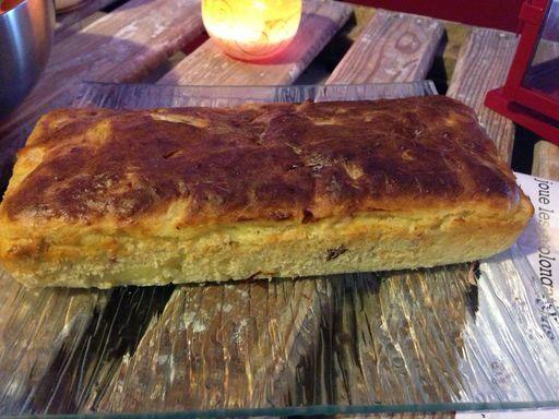Cake salé aux oignons et aux lardons : Recette de Cake salé aux oignons et aux lardons - Marmiton