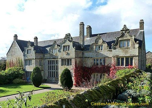 Trerice, Kestle Mill, near Newquay, Cornwall, England.... http://www.castlesandmanorhouses.com .... Trerice is an Elizabethan manor house, The building features a main south-east facing range of 'E'-plan abutting a south-west range containing two earlier phases.