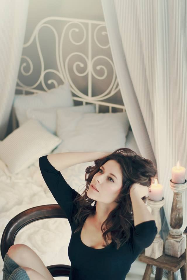 #Ana #brunette #sexy #bed #candles #rose