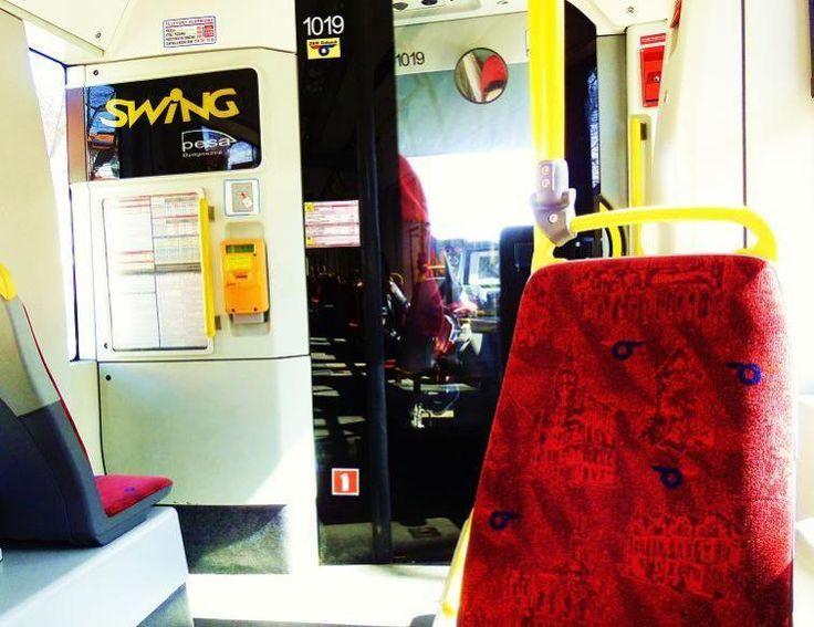 Zarówno mieszkańcy jak i turyści chętnie korzystają z gdańskich tramwajów.