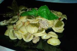 Orecchiette con peperoncini verdi,salsiccia e provola