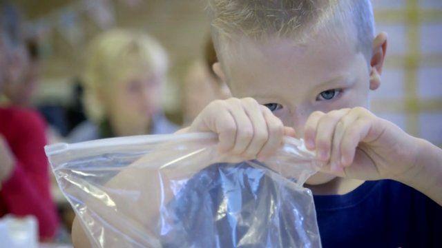 Een programma om het beste uit jonge kinderen te halen. In Talentenkracht Centrum Leiden wordt onder andere onderzoek gedaan naar exploreren en onderzoekend leren in relatie tot nieuwsgierigheid en de manier waarop jonge kinderen hun eigen gedrag en emoties (leren) reguleren. We willen meer begrijpen over hoe kinderen steeds beter de kapitein van hun eigen brein worden. Hoe ontwikkelt de denkkracht zich bij jonge kinderen? Welke verschillen zijn er tussen kinderen? En hoe kunnen we ieder…