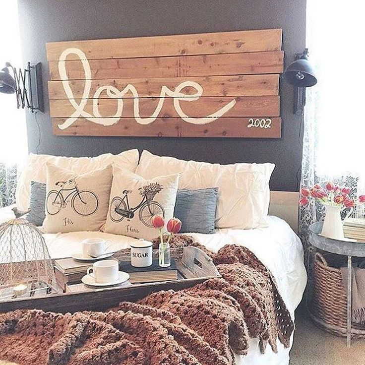 Cool 51 Rustic Farmhouse Style Master Bedroom Ideas https://besideroom.com/2017/07/13/51-rustic-farmhouse-style-master-bedroom-ideas/