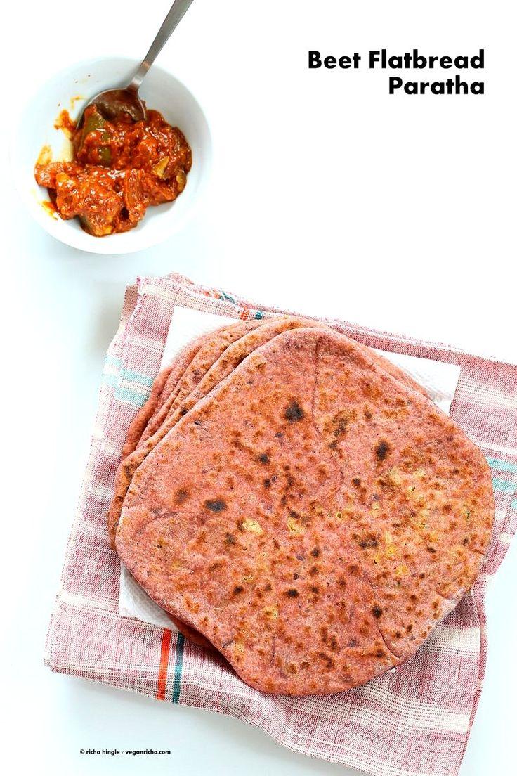 ビートルートパラーター - スプリットピーズ詰めビートフラットブレッド。 簡単なピンクのフラットブレッドは、スパイススプリットエンドウ豆やひよこ豆を詰め。 ビーガン酵母のないフラットブレッドレシピ   VeganRicha.com