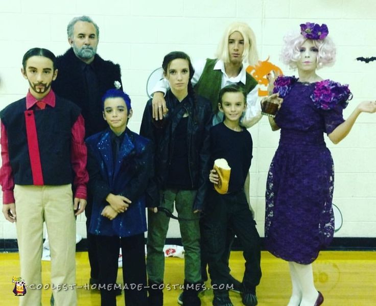 hunger games family costumes - Halloween Games For Groups