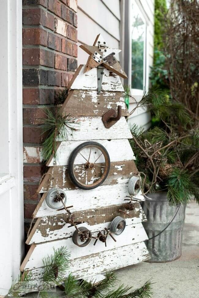 Wooden Christmas Tree With Hardware
