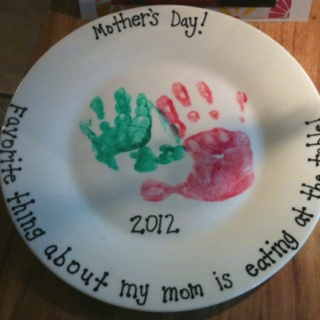 Motheru0027s day plate! Dollar store plate ceramic paint you bake in the oven for & 129 best Ceramic ideas images on Pinterest | Ceramic painting ...