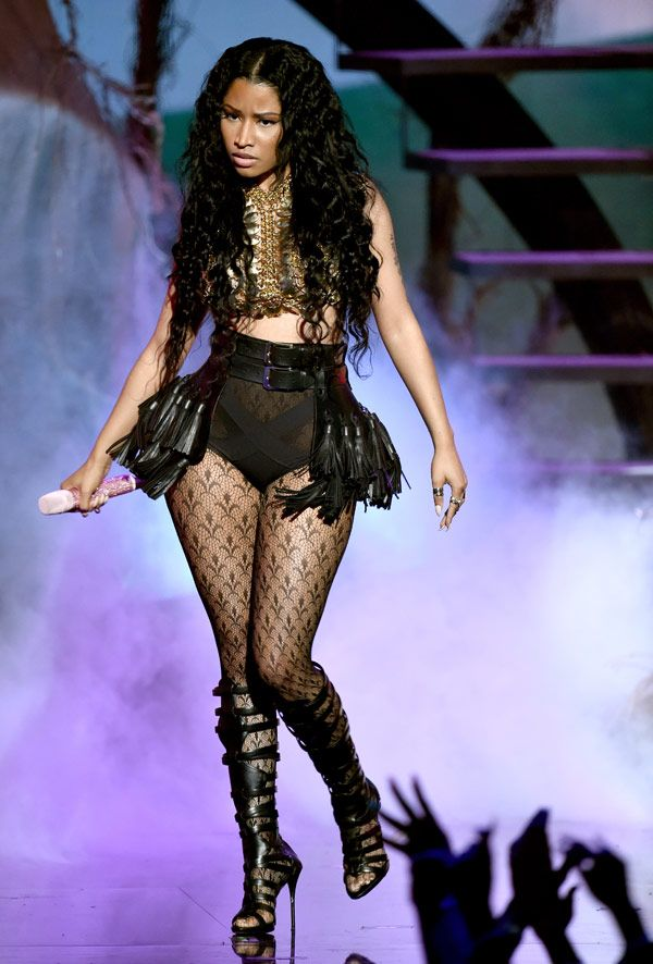 Nicki Minaj's BET Awards Outfit: Sizzles In Sexy Performance Look