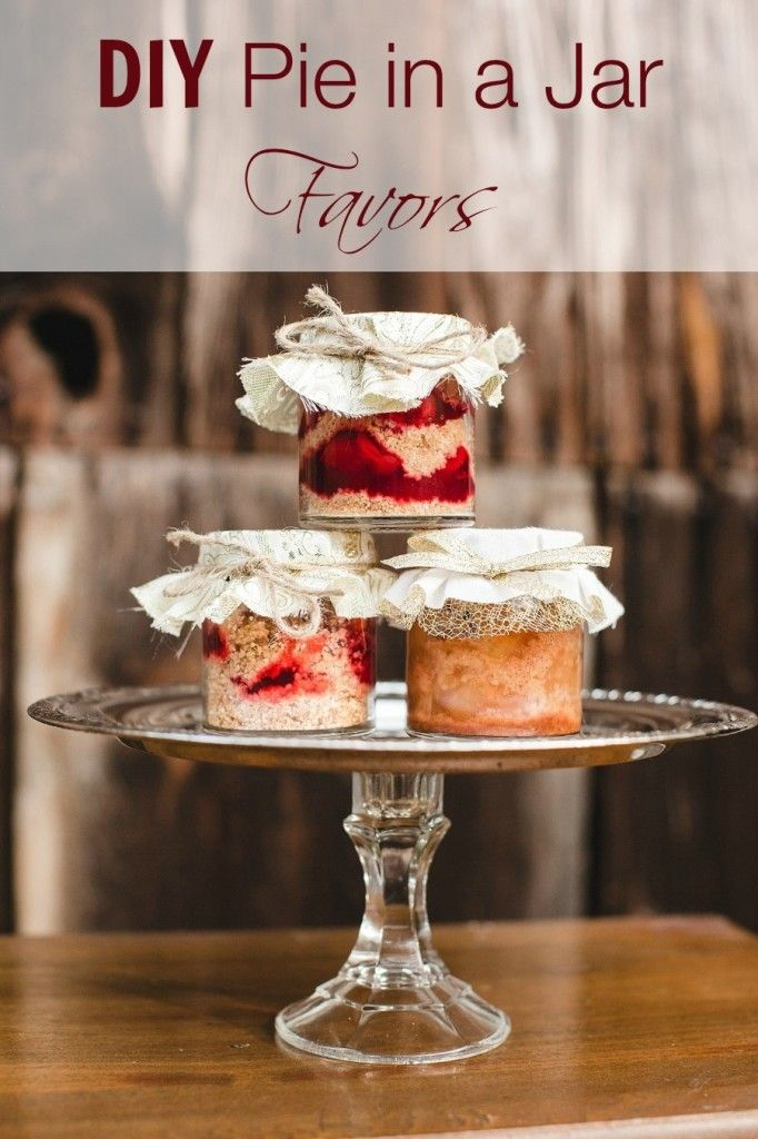 This sweet diy pie in a jar wedding favors are a delicious gift for your guests.