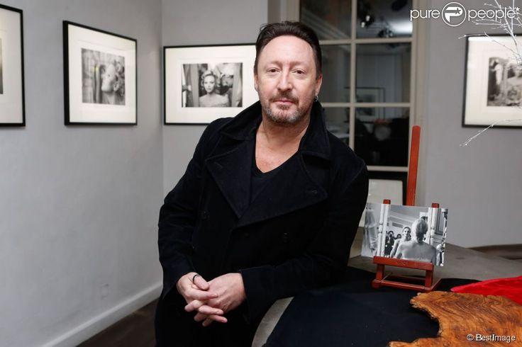 """Le photographe Julian Lennon lors du vernissage de son exposition """"Charlène Wittstock"""" à la..."""