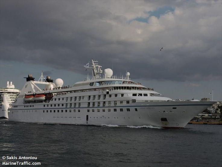Το Star Legend καταπλέει με συννεφιά στον Πειραιά. 26/09/2016.