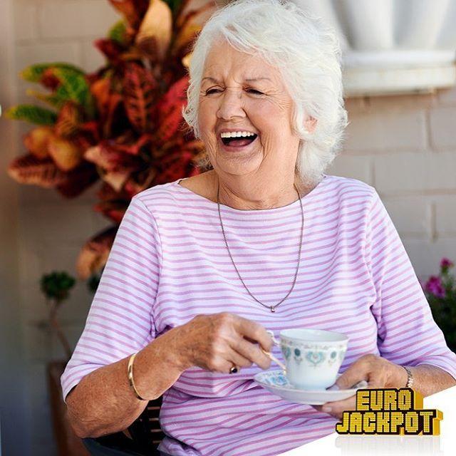 Vom #Tellerwäsche zum #Millionär? Ziemlich unwahrscheinlich. Aus Schusseligkeit einige Millionen gewinnen? Das kann einem schon eher passieren, wie ein aktuelles Beispiel aus #Bayern beweist: www.eurojackpot.spiegel.de/kolumne/244/aus-versehen-zum-millionengewinn @eurojackpot_de #BVB #HSV #Sommer #Flug #Glück #Oberfragen #geschichte #Story #grannie #Karibik #Kreuzfahrt #Kaffee #coffee #coffeemug #kaffeebecher #Kaffeetasse #coffeetime #coffeecup #relax #fun #smile #cute #lottobw #Eurojackpot