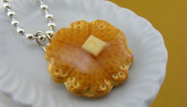 This necklace looks good enough to eat!Foodies, Pancakes Necklaces, Minis Food, Food Inspiration, Fashion Jewellery, Good Enough, Details Food, Food Items, Waffles Necklaces
