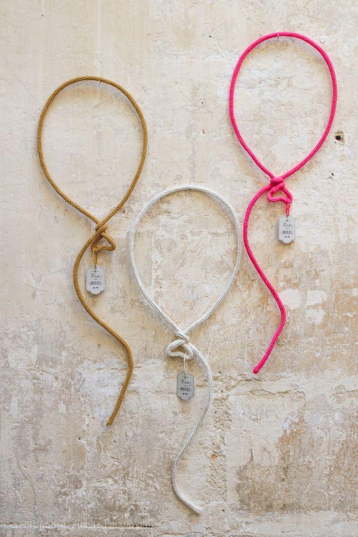 Ballons en laine · Wool balloons · Bordeaux  par Les Mots en Laine ·  Cadeau de naissance · birth gift idea http://motsenlaine.tumblr.com