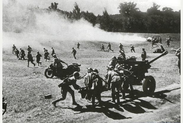 July 31, 1944 Operation Bagration   The Soviet 3rd Belorussian Front enters Kaunas, the capital of Lithuania, and advances toward Warsaw. Elements capture Siedlice and Otwock only 12 miles southeast of the city.