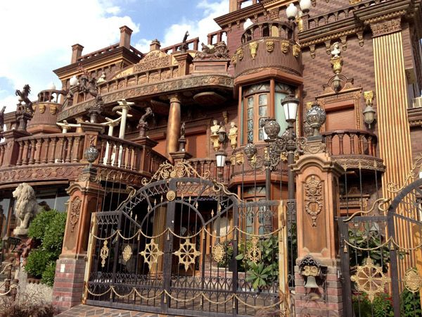 Villa Akbar The Ugliest House In Kuwait Stuff You Should Know Mansions Green House Design Latest House Designs