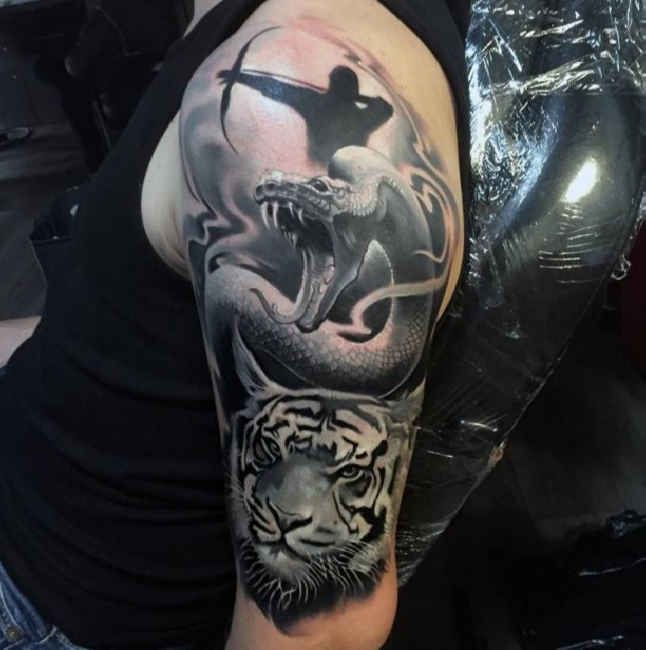 tattoo drachenschlange tiger upper arm tattoo tattooed. Black Bedroom Furniture Sets. Home Design Ideas
