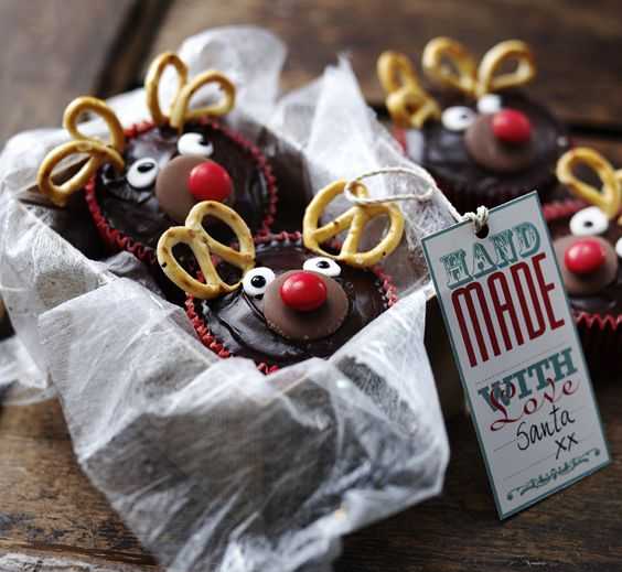 These super-cute Christmas cupcakes are prefect for baking with children