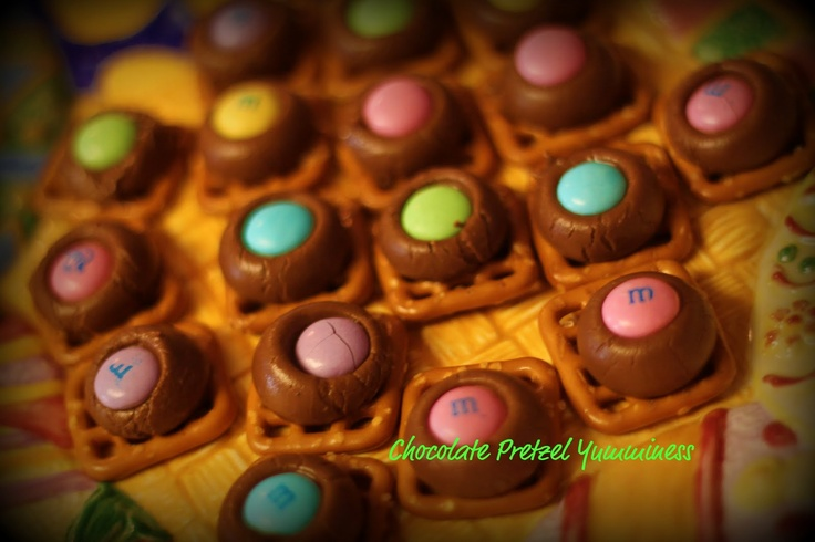 Rolo Pretzel Easter snacks | Class Party Ideas | Pinterest