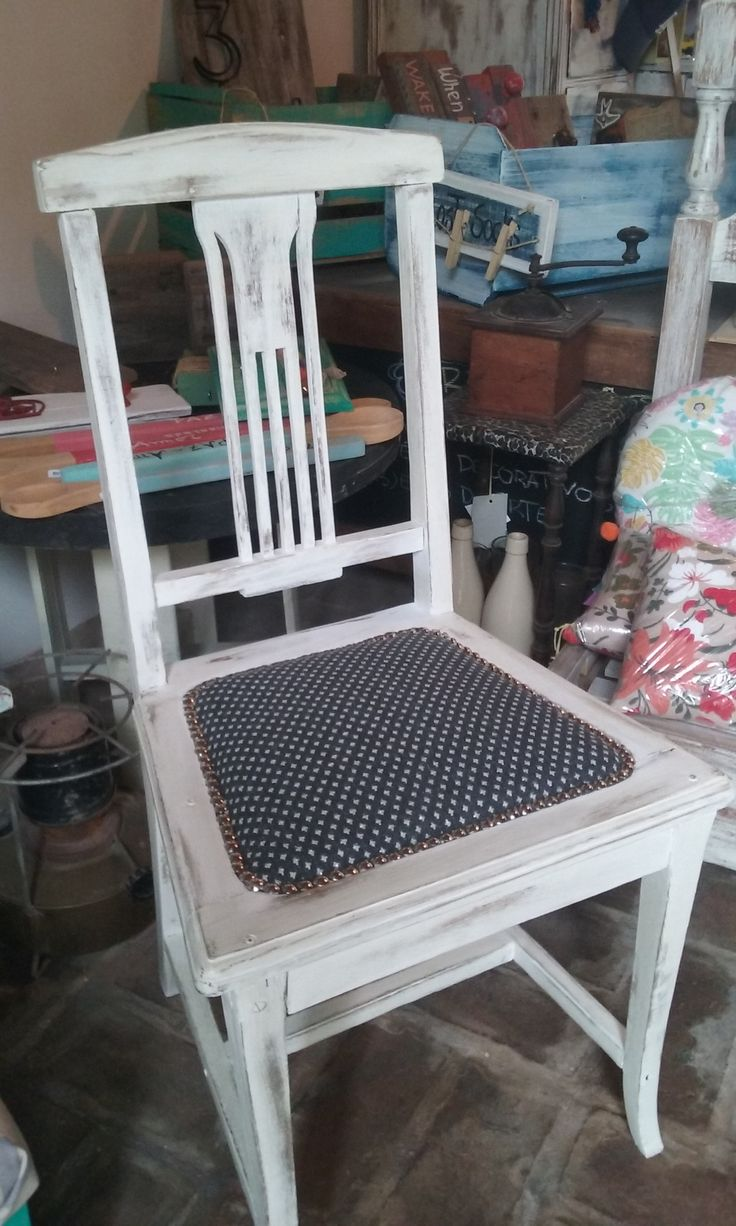 Pintura y tapizado de silla