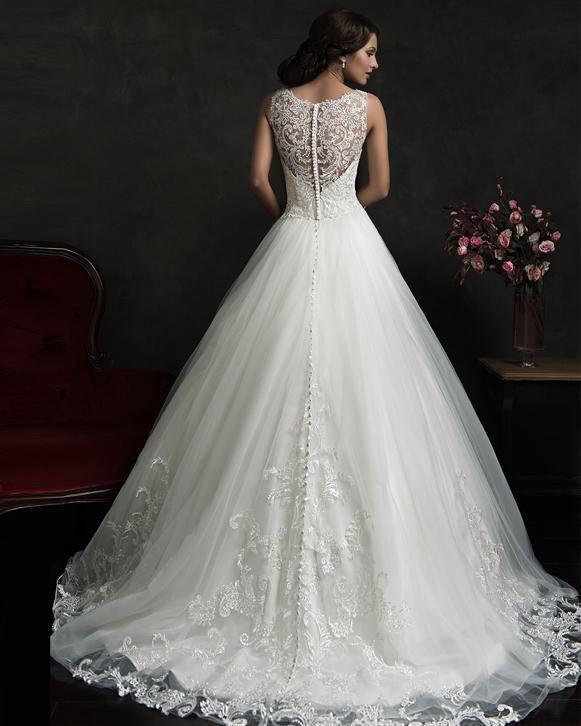 Bruidsjurk prinsessenstyle gemaakt van kant met rug van kant