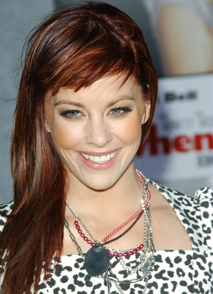 Cute short fringe. I could do something like this to start out with since mine grows out so fast.