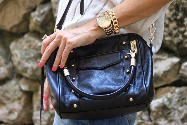 Casual Look. Comfy Look. Look con shorts vaqueros. A trendy life. #casual #comfy #denimshorts #details #rebeccaminkoffbag #rebeccaminkoff #mango #suiteblanco #uterqüe #outfit #fashionblogger #atrendylife www.atrendylifestyle.com