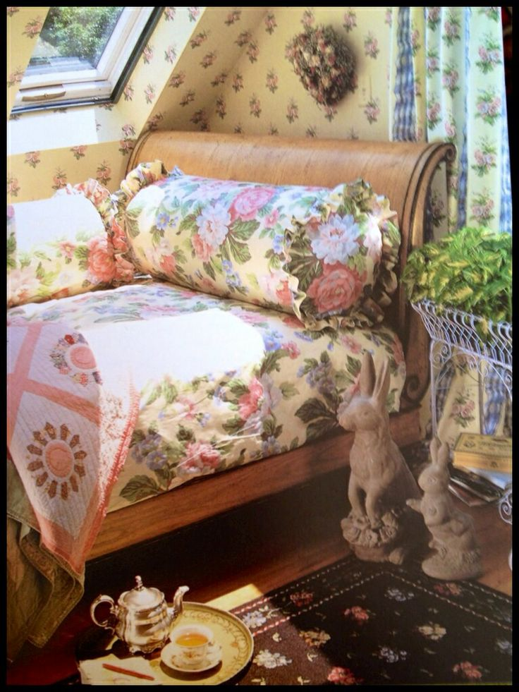 66 best back in thyme wallpaper images on pinterest for Victoria magazine low country style