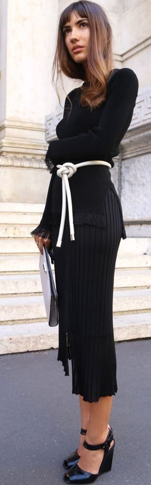 Face Hunter Pop Of White On Total Black Fall Street Style Inspo by Face Hunter #face