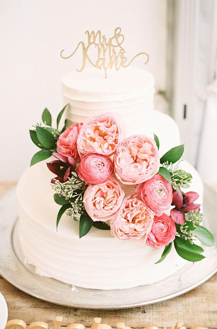This pink and burgundy wedding palette gives us chills #blushwedding #weddinginspo #weddingcolors see more: https://ruffledblog.com/pink-burgundy-wedding-blooms