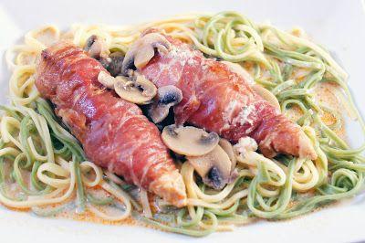 Gewoon wat een studentje 's avonds eet: Kip met roomkaas in parmaham met verse spaghetti en saus