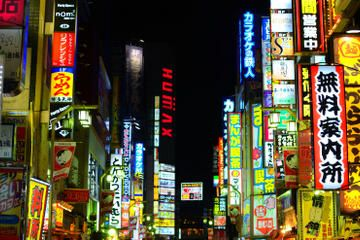 Shinjuku and Kabukicho Evening Walking Tour